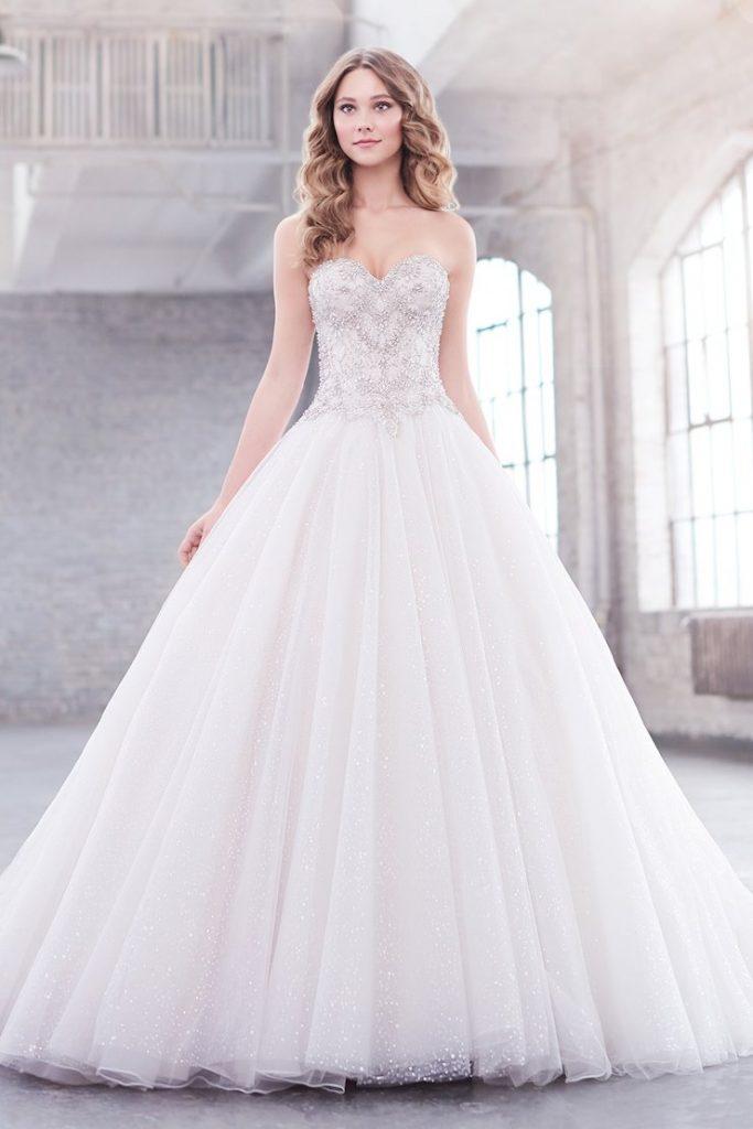 Martin Thornburg Jewel esküvői ruha